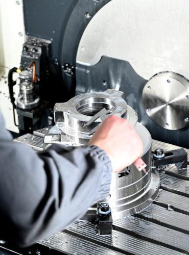 metalworking-on-cnc-machines-02
